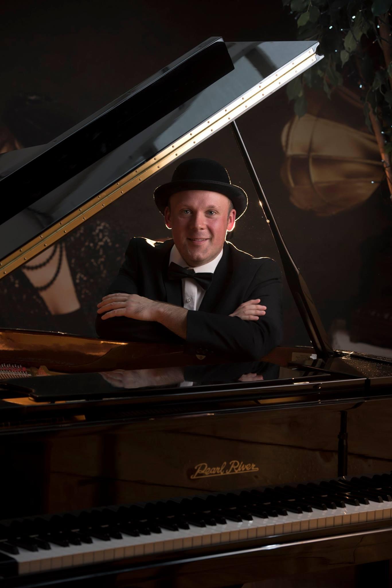 Pianist Warwickshire, Ref: 2579