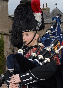 Bagpiper Aberdeenshire: 3195