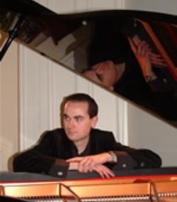 Pianist Glasgow, Ref: 415