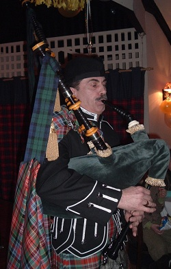 #952 - Pipe Band, Piper